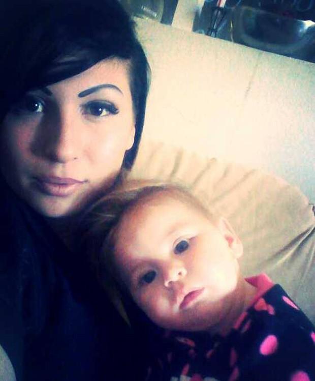 Kendra Villanueva e a filha Kimberly Gordon; garota nasceu após mãe ser atingida por raio (Foto: Reprodução/Facebook/Kendra Villanueva)