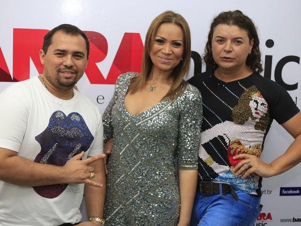 Xand e Solange Almeida, do Aviões do Forró, com David Brazil no Rio (Foto: Fred Pontes/ Divulgação)