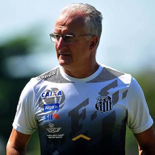 Dorival busca 100ª vitória pelo Santos contra time