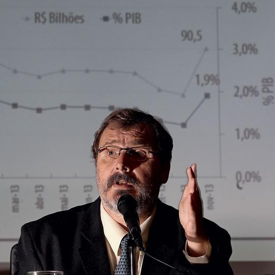 O então secretário do Tesouro,Arno Augustin,em 2013. Ele reutava os alertas sobre as práticas ruins que adotava (Foto: DIDA SAMPAIO/ESTADÃO CONTEÚDO)