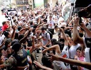 jogadores Atlético-MG chega a Patos de Minas (Foto: Fernando Martins)