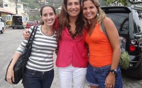 Totia Meireles recebe a visita das sobrinhas em gravação na Barra