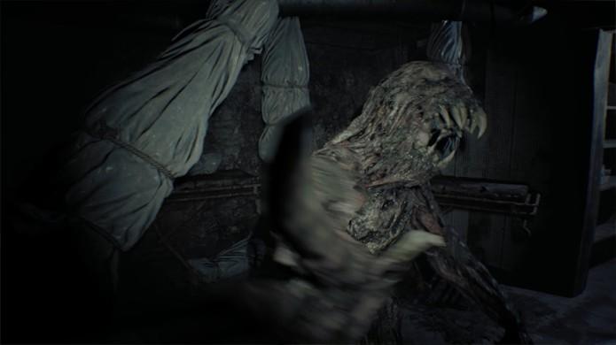 A cada atualização da demo de Resident Evil 7 mais novidades eram inseridas, como os estranhos monstros do porão (Foto: Reprodução/YouTube)
