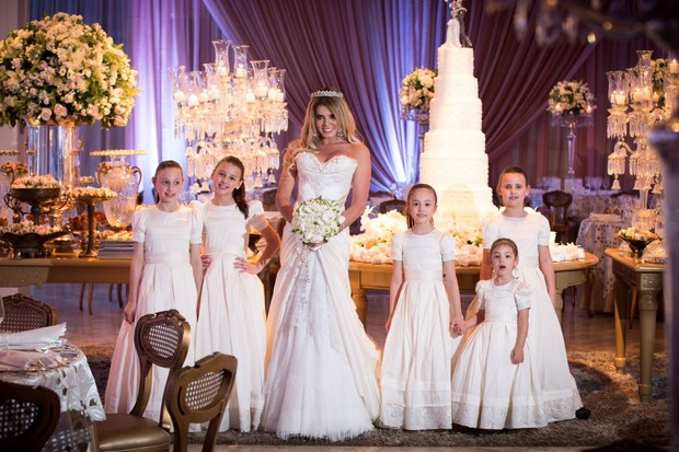 Casamento de Marcela Queiroz, do BBB 4, em castelo de luxo de Curitiba (Foto: Iko Kosiski / LKO Eventos / Divulgação)