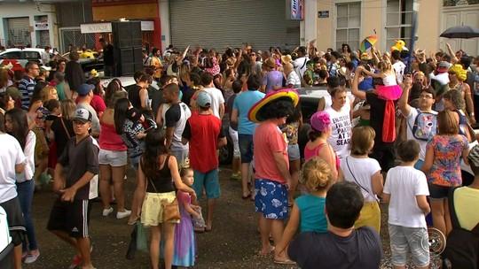 Blocos de carnaval agitam os foliões de Itatiba
