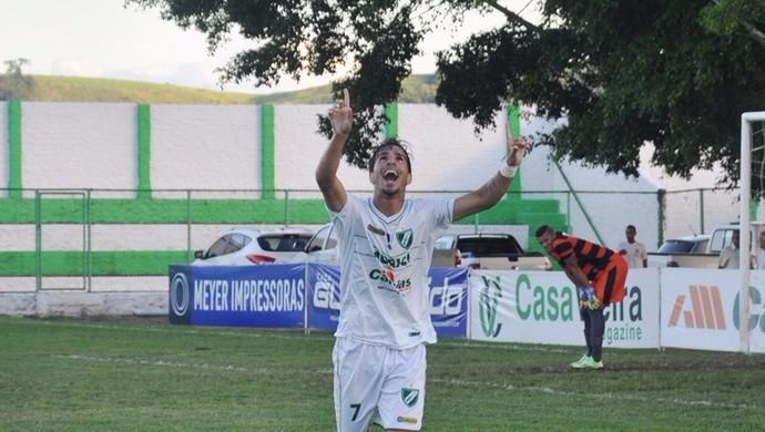 Katê comemora gol marcado em cima do Coruripe (Foto: Jailson Colácio / Assessoria Murici)