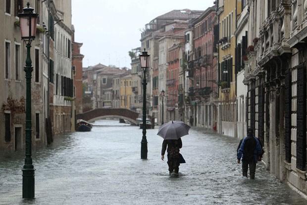 Nível da água alcançou 149 centímetros. (Foto: Manuel Silvestri/Reuters)