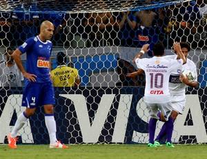 bruno rodrigo cruzeiro desolado com o gol do Defensor (Foto: Agência EFE)