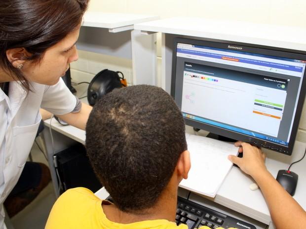 Internos da Fundação Casa de Limeira aprendem matemática em site americano (Foto: Eliel Nascimento/ Fundação Casa)