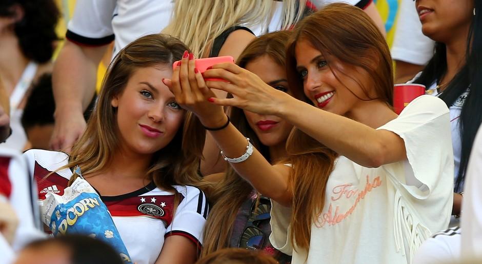 Selfie campeão das namoradas dos jogadores alemães Andre Schuerrle,  Mario Gotze e Mats Hummels