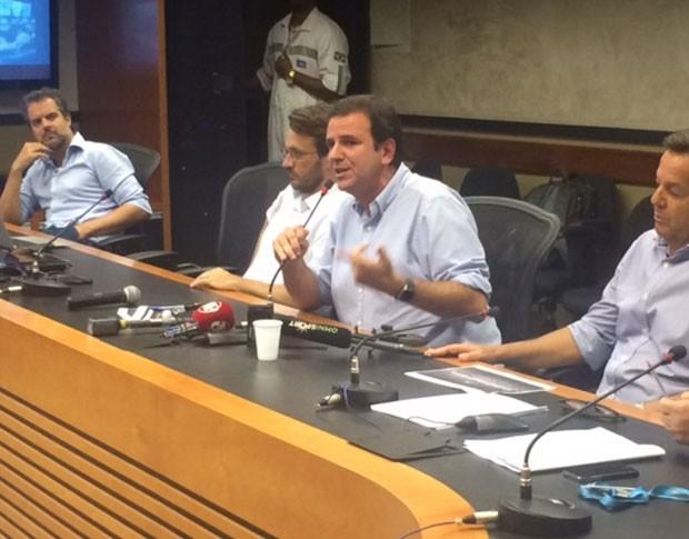 Prefeito do Rio, Eduardo Paes, durante coletiva (Foto: Cristina Boeckel/G1)