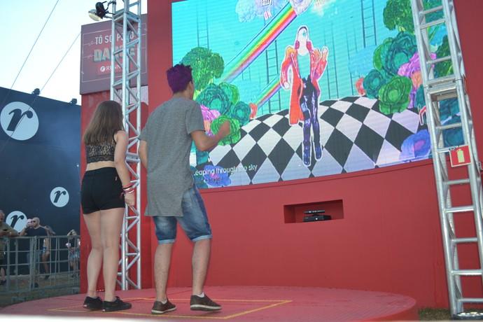 Pedro Carvalho e Luize Hoff aproveitaram pista de dança (Foto: Hygino Vasconcellos/G1)