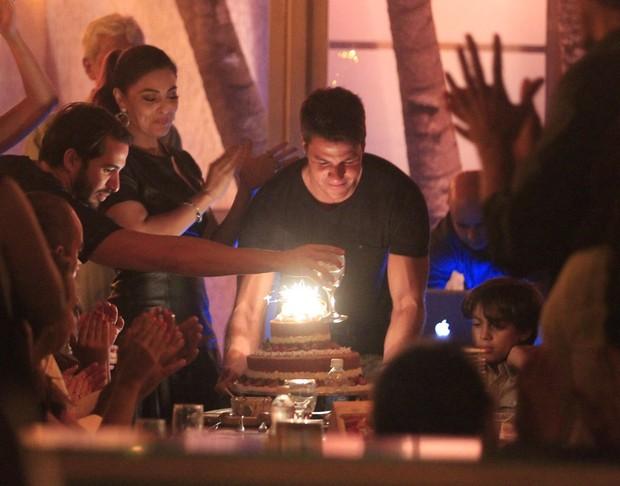 Juliana Paes e o marido, Carlos Eduardo Baptista, em restaurante na Barra da Tijuca, Zona Oeste do Rio (Foto: Dilson Silva/ Ag. News)