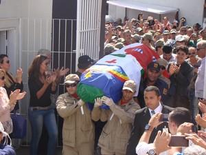 Restos mortais de Dominguinhos foram transferidos do município de Paulista para Garanhuns. (Foto: Jael Soares/ G1 Caruaru)
