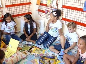 Projeto leva leitura e educação para as crianças da cidade (Foto: Reprodução/TV Anhanguera)