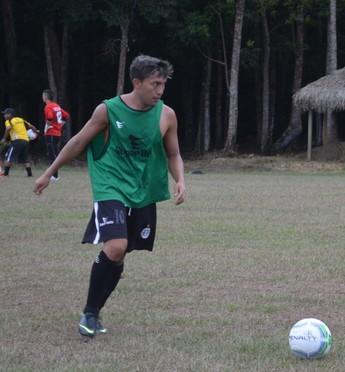 Caçula, meio-campo do São Raimundo (Foto: Weldon Luciano/GloboEsporte.com)