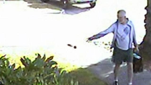 Prefeito californiano foi flagrado atirando fezes de cachorro (Foto: Reprodução/YouTube/TodoAllTVChannel)