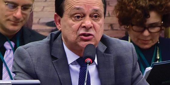 Deputado Jovair Arantes, relator da comissão, durante sessão especial do impeachment na Câmara, nesta segunda-feira (11) (Foto: Zeca Ribeiro / Câmara dos Deputados)