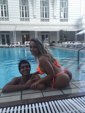 Mulher Melão e seu novo affair, Nikolas Lemos, no Copacabana Palace (Foto: Arquivo Pessoal)