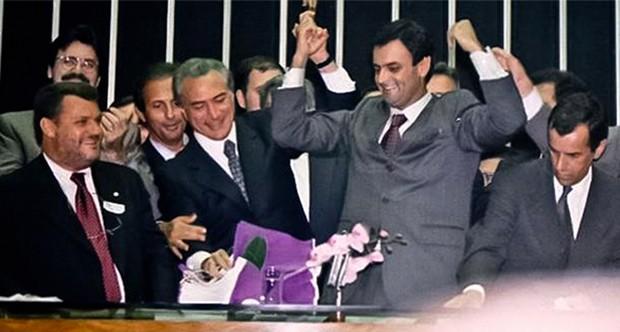O então deputado Aécio Neves é eleito presidente da Câmara dos Deputados, em 2001 (Foto: Divulgação)