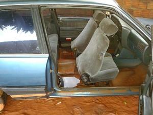 Morador registrou estragos na geladeira, colchão e até no automóvel (Foto: Alex Barreto / Cedida)