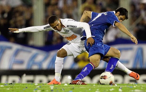 Adriano e Juan Martinez, Velez x Santos (Foto: Agência AP)