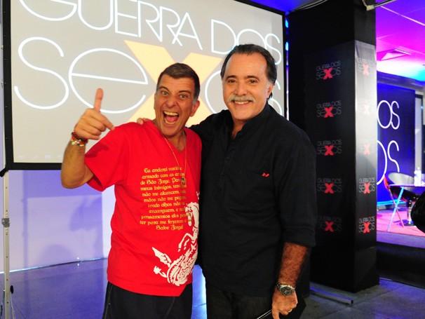 Tony Ramos posa ao lado do diretor Jorge Fernando em evento que reuniu equipe de Guerra dos Sexos (Foto: João Miguel Jr./ TV Globo)