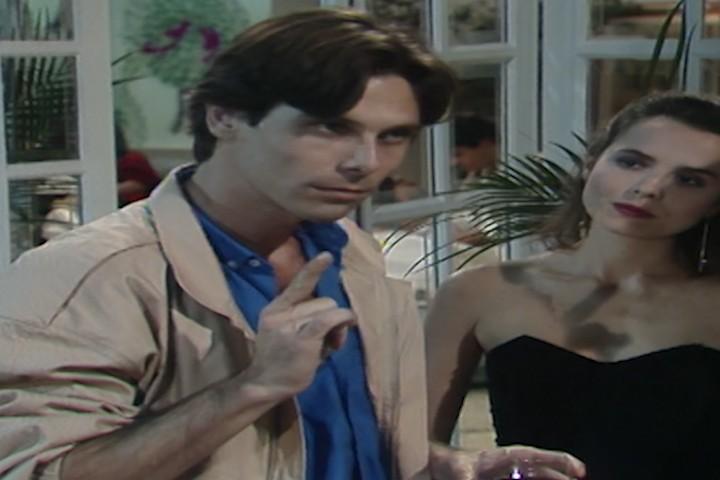 Rafael insiste em dizer para Vitrio que ele no  conde (Foto: Reproduo/viva)