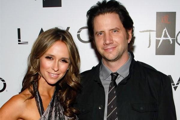 O relacionamento de Jennifer Love Hewitt e Jamie Kennedy chocou os fãs da série 'Ghost Whisperer'. O casal ficou junto entre 2009 e 2010. (Foto: Getty Images)