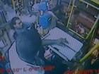 Vídeo mostra ação de assaltante que baleou passageiro em ônibus, no ES