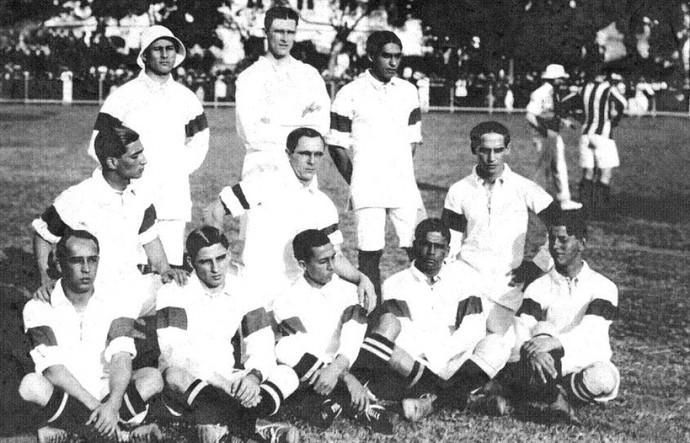 A seleção brasileira que disputou o primeiro jogo em 1914 contra o Exeter City (Foto: Reprodução/CBF)