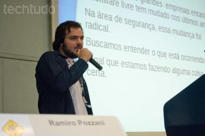 Ramiro Pozzani explica na FISL os limites de segurança para o software livre (Foto: Giordano Tronco/TechTudo)