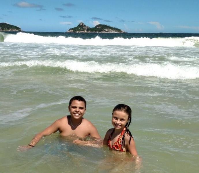 Rafa Gomes e Ryandro The Voice Kids praia (Foto: Arquivo pessoal )