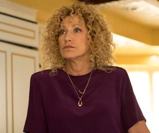 Edie Falco em 'Law & Order: True Crime'   NBC