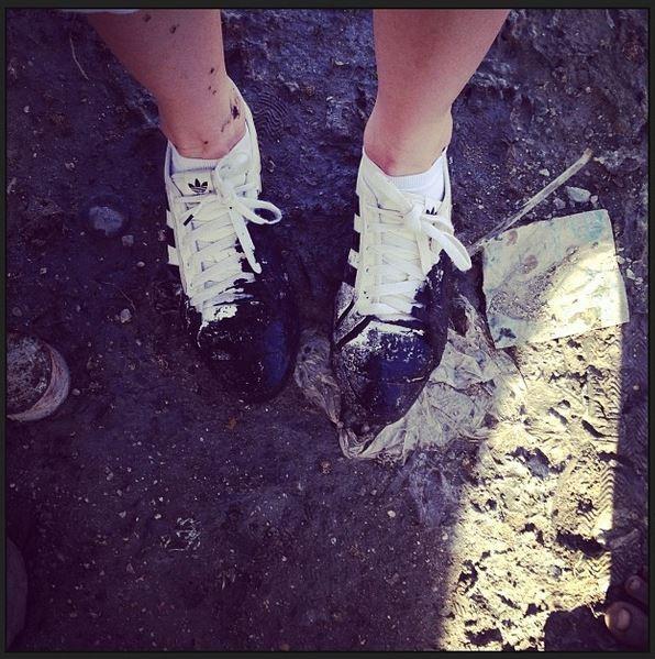 Madonna com os pés sujos de lama (Foto: Instagram / Reprodução)