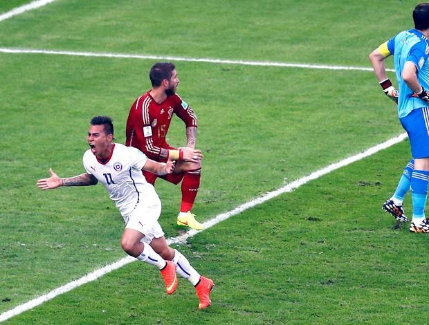 Vargas comemora gol Chile x Espanha (Foto: Reuters)