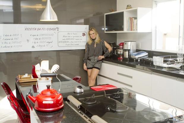 Giselle Prattes abre a casa para o EGO (Foto: Anderson Barros / EGO)