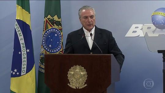 Temer diz que segue na Presidência e pede suspensão do inquérito