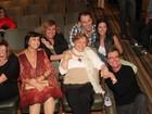 Nicette Bruno e família prestigiam estreia de peça de Paulo Goulart Filho