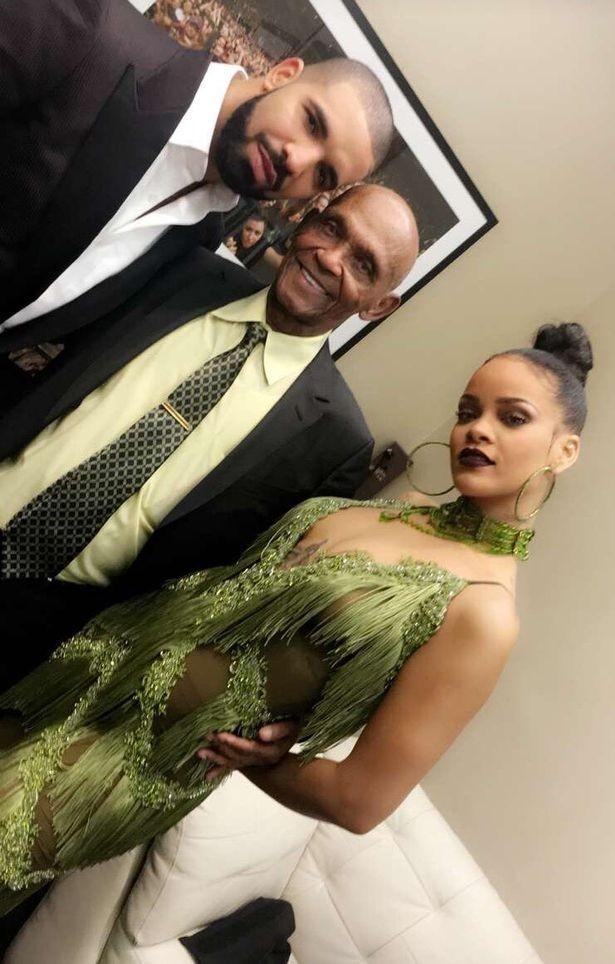 Drake conhece os família de Rihanna após VMA  (Foto: Twitter / Reprodução)