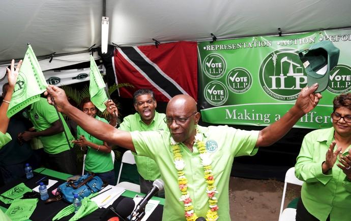 Jack Warner, ex-vice-presidente da Fifa, é visto festejando  (Foto: Andrea de Silva/ Reuters)