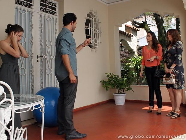 Rafael perde a paciência e discute com Leila (Foto: Amor à Vida / TV Globo)