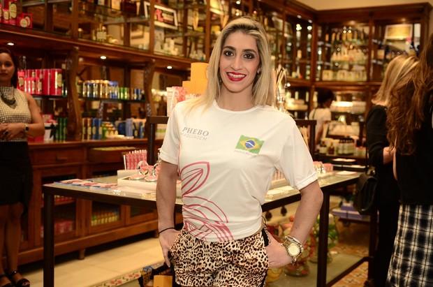 Daniele Hypolito participa de evento de beleza (Foto: Roberto Texeira/EGO)