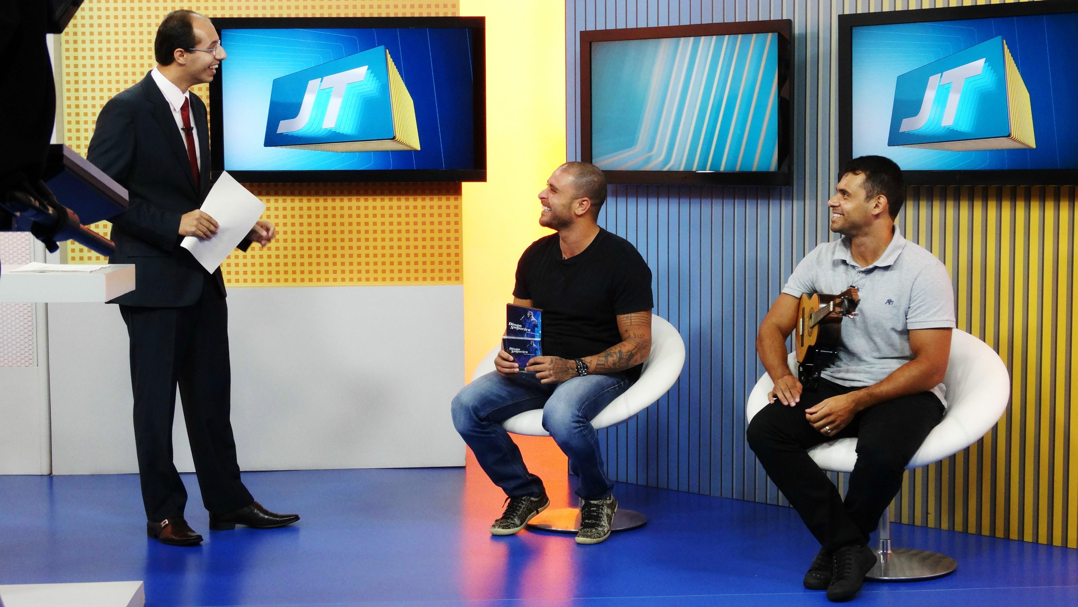 Diogo Nogueira e o músico Henrique Garcia (Foto: Fernanda Maciel)