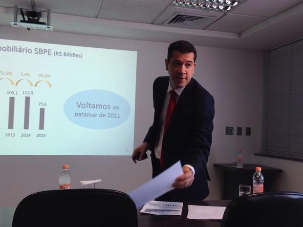 Gilberto Duarte, presidente da Abecip, apresenta números de 2015 (Foto: Marta Cavallini/G1)