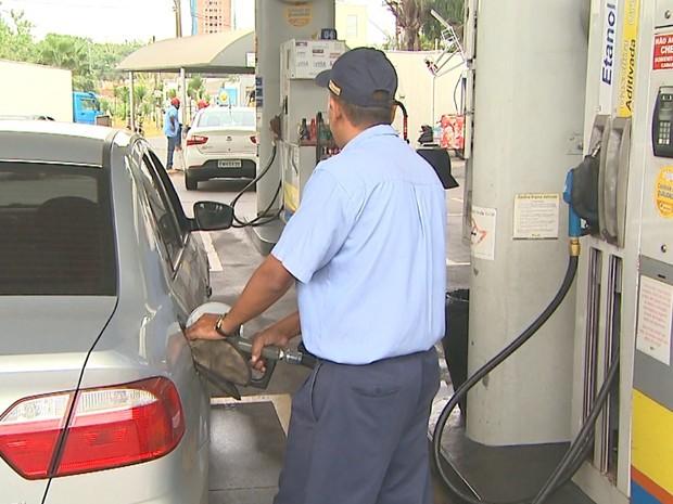 Consumidores foram surpreendidos com alta no preço dos combustíveis em Ribeirão Preto (Foto: Paulo Souza/EPTV)