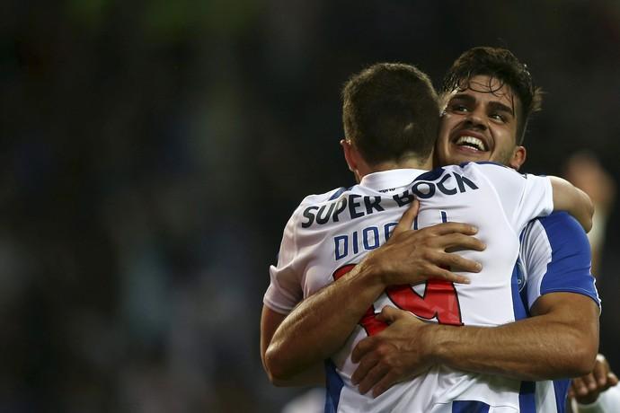 André Silva e Diogo Jota, Porto x Arouca (Foto: EFE/EPA/ESTELA SILVA)