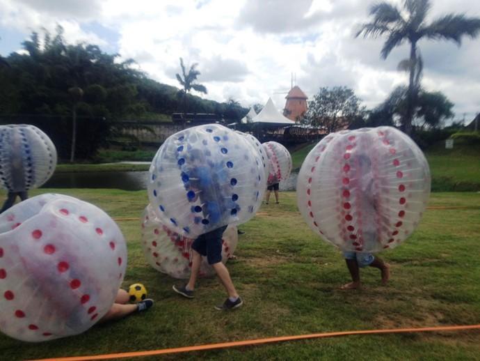Futebol com bolhas é opção para se divertir no Norte de SC (Foto: RBS TV/Divulgação)