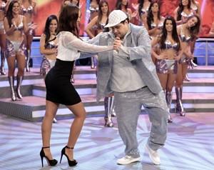 Carol Nakamura dança com Tiago Abravanel (Foto: Gshow)