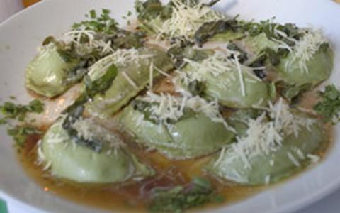 Panzarotti com recheio de ricota, parmesão e espinafre